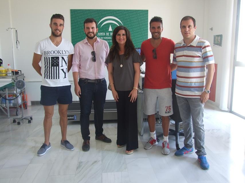 Los jugadores del Linares Deportivo pasan los reconocimientos ...