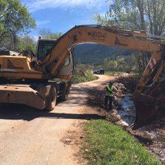 Construyen una escollera en el río Carrizas de Siles para evitar inundaciones